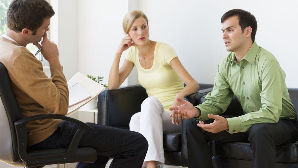 Seelische Unterstützung: Wenn psychische Probleme des Partners die Beziehung belasten, hilft der Therapeut