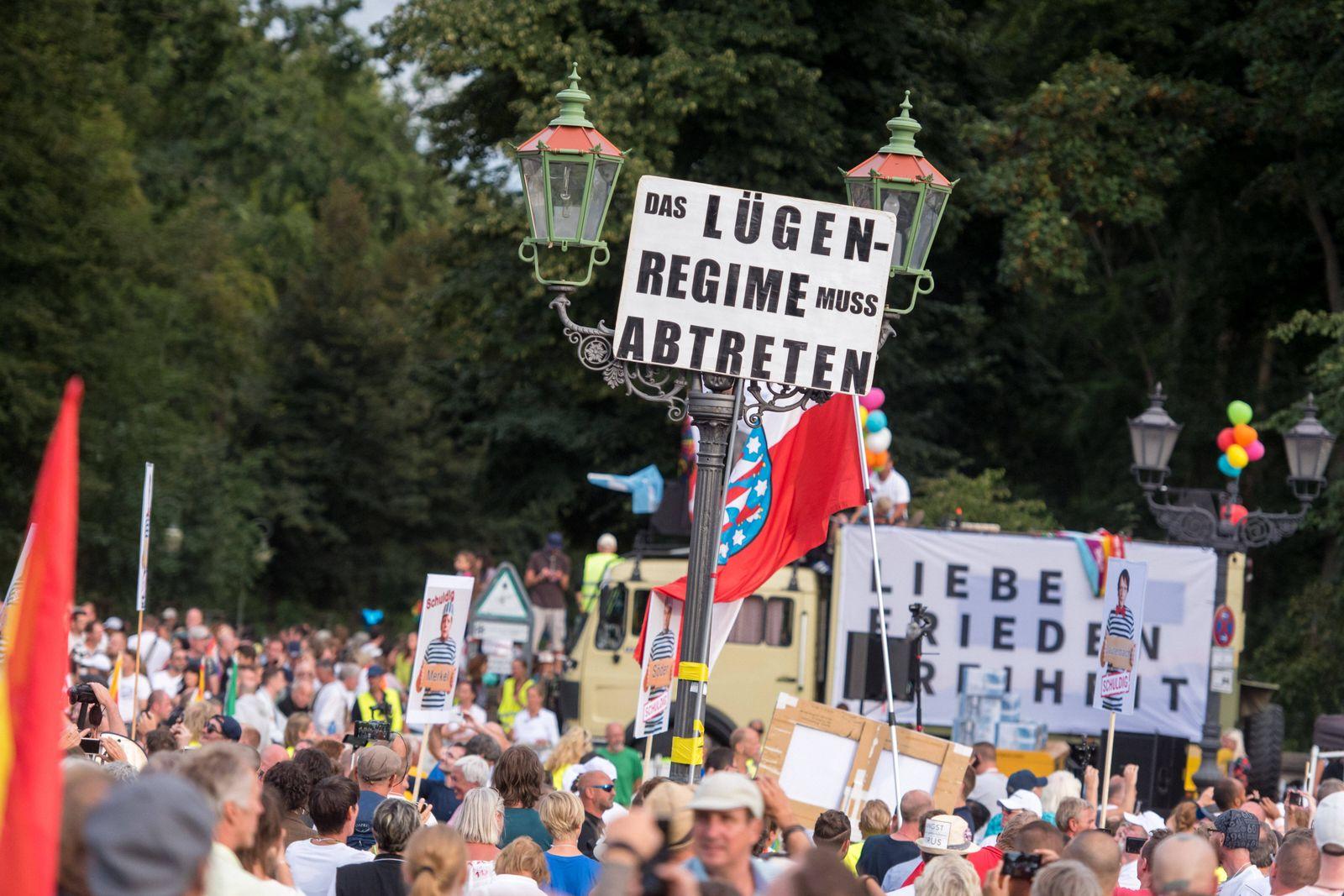 Berlin, Demo gegen die aktuelle Coronapolitik Deutschland, Berlin - 29.08.2020: Im Bild ist der Protest gegen die aktue