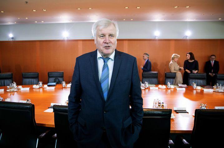 """Horst Seehofer vor der Kabinettssitzung: """"Das halte ich für zumutbar"""""""