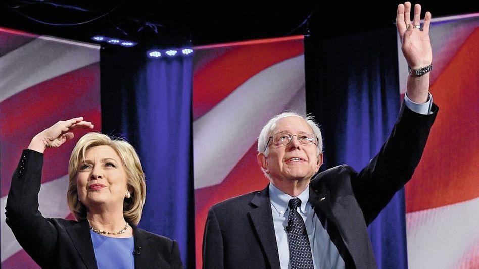 Rivalen Clinton, Sanders bei einer TV-Debatte: »Durch und durch käuflich«