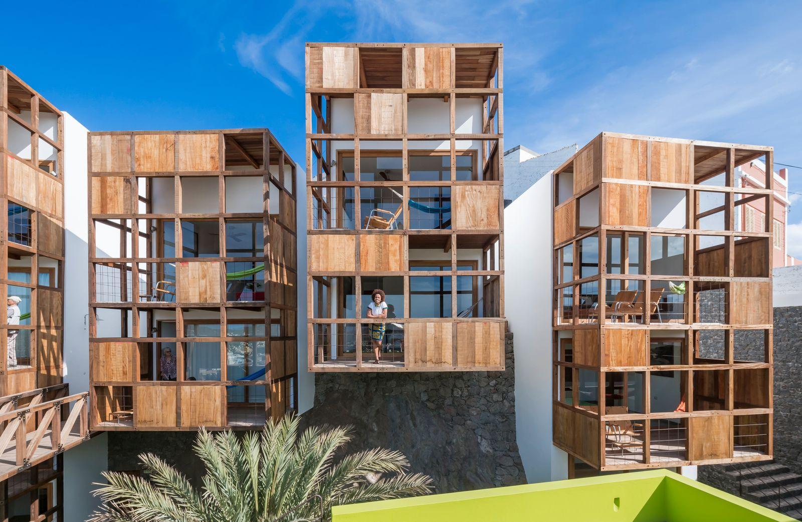 Beyond The West / Architektur