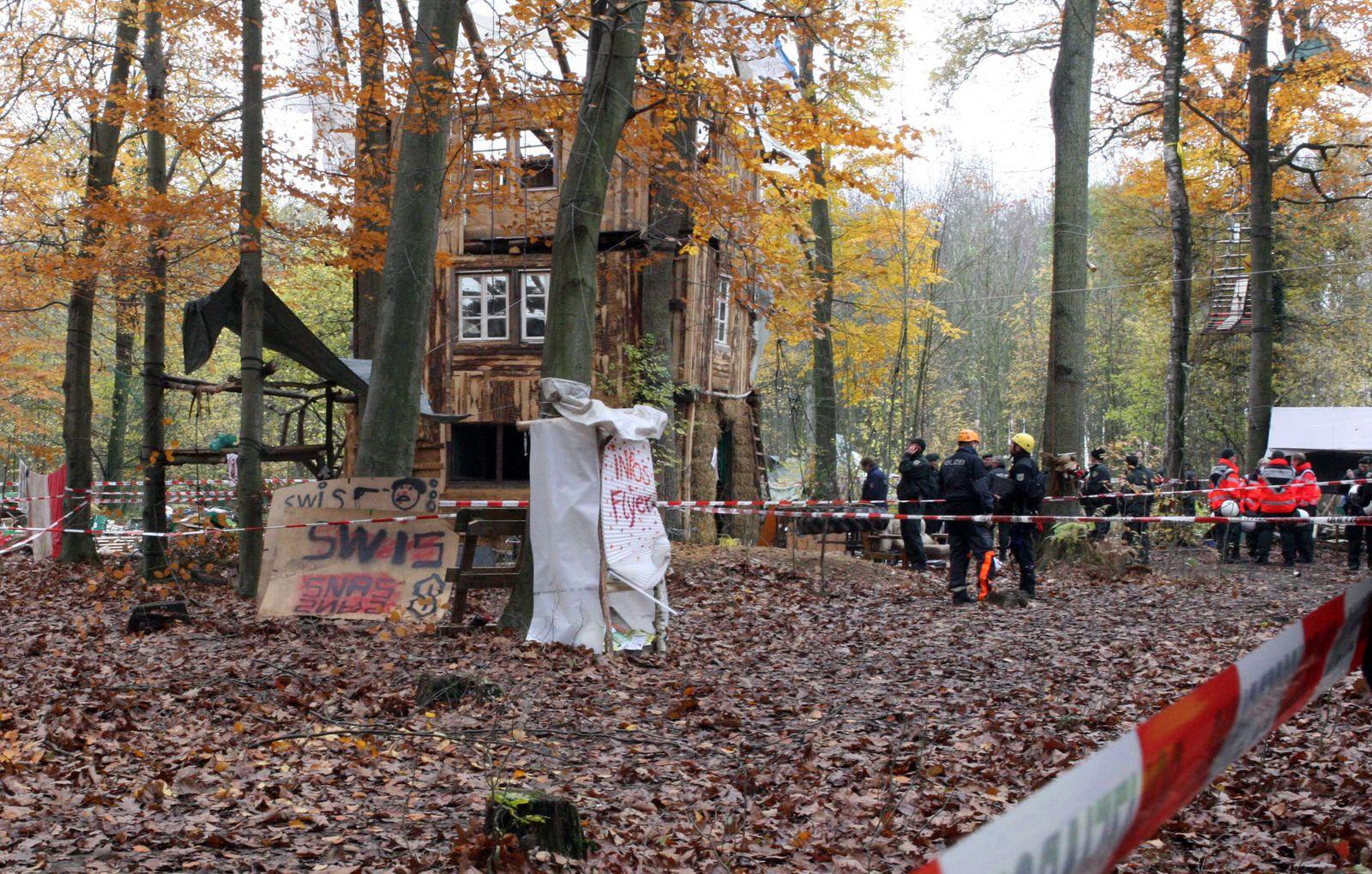 Umweltaktivist Erdloch Hambacher Forst
