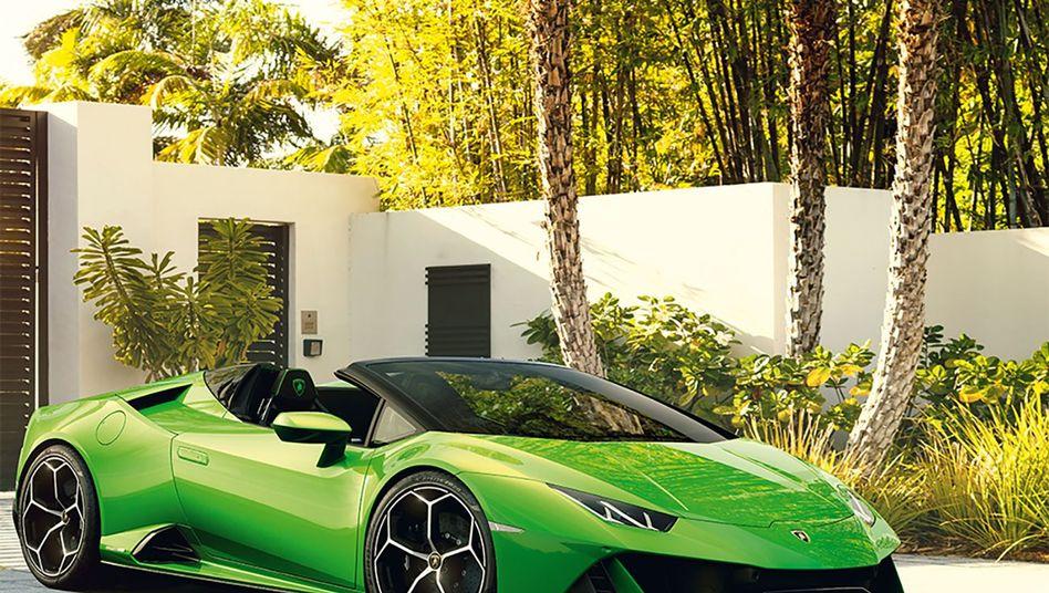 """Der Lamborghini Huracán Evo """"scheint in Kurven buchstäblich auf der Straße zu kleben"""". Besser lässt es sich kaum werbetexten."""