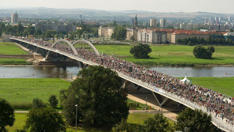 Waldschlösschenbrücke: Eröffnungsfest über der Elbe