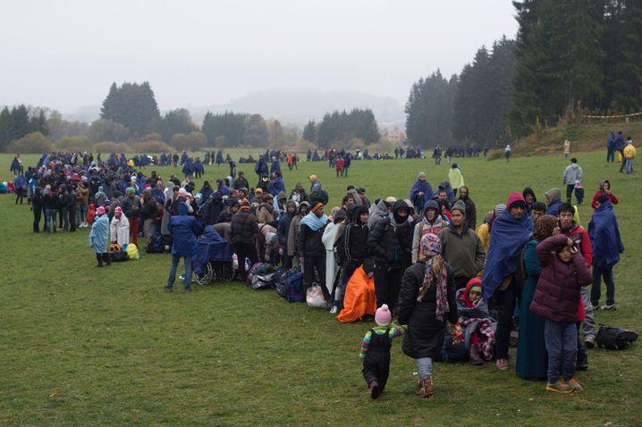 Flüchtlinge nahe Wegscheid an der deutsch-österreichischen Grenze