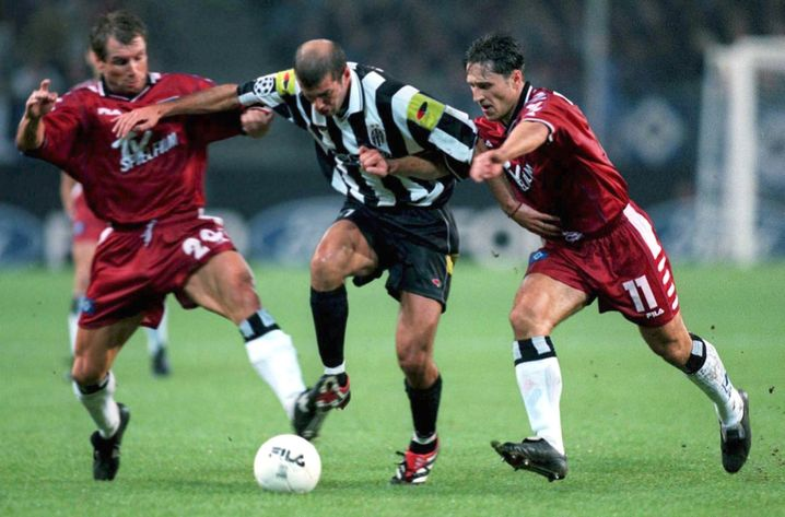 Der Hamburger SV im Jahr 2000 in der Champions League – hier gegen Juventus-Star Zinédine Zidane