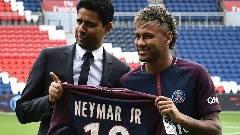 Präsident Nasser Al-Khelaifi (l.) und Neymar