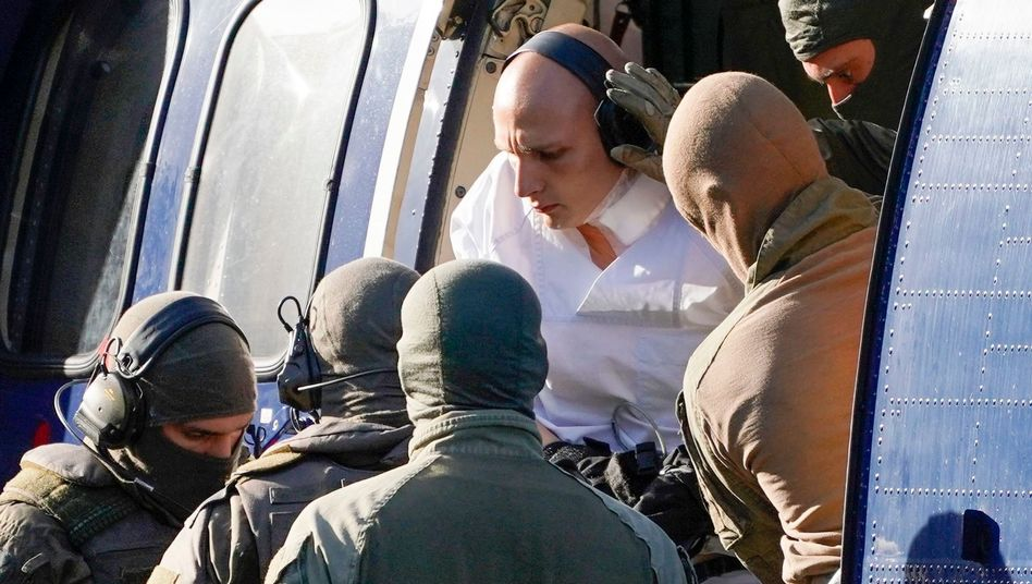 Halle perpetrator Stephan Balliet (center) as he is delivered to Germany's prosecutor general
