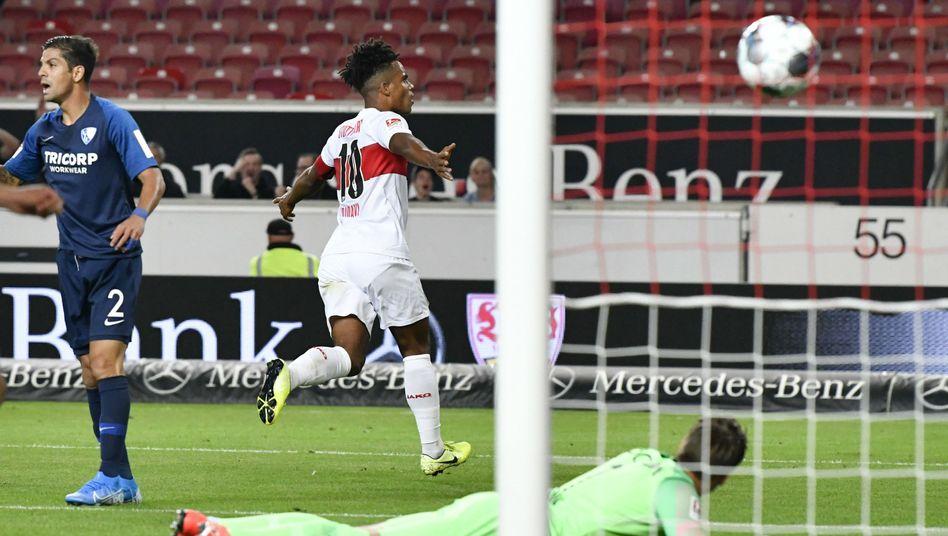 Daniel Didavi feiert seinen Treffer zum 1:0