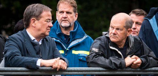 Olaf Scholz und Armin Laschet im Hochwassergebiet:<br>»Das war's? Dürfen wir keine Fragen stellen?«