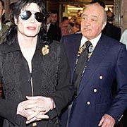 Michael Jackson mit Fulham-Präsident Mohammed Al Fayed