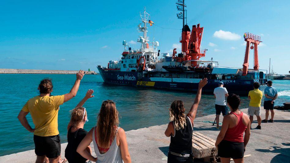 Sea-Watch 4 beim Auslaufen