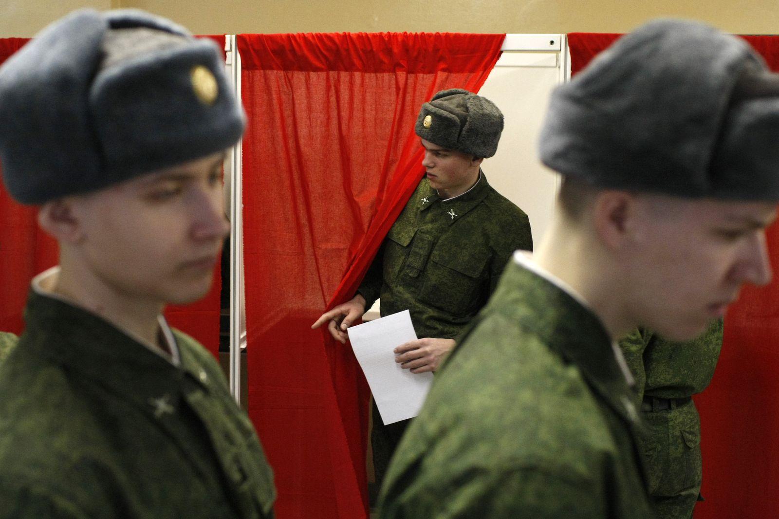 XXL Russland/ Wahl/ Wahlbüro