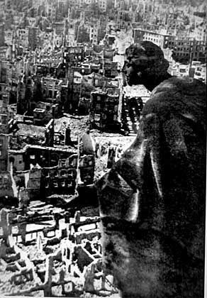 Ausgebombtes Dresden: Abstrakte Form der Trauer