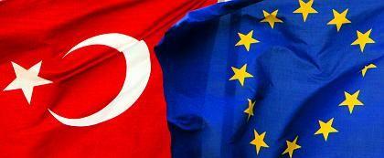 Flaggen in Istanbul: Behörden schielen auf EU-Verhandlungen