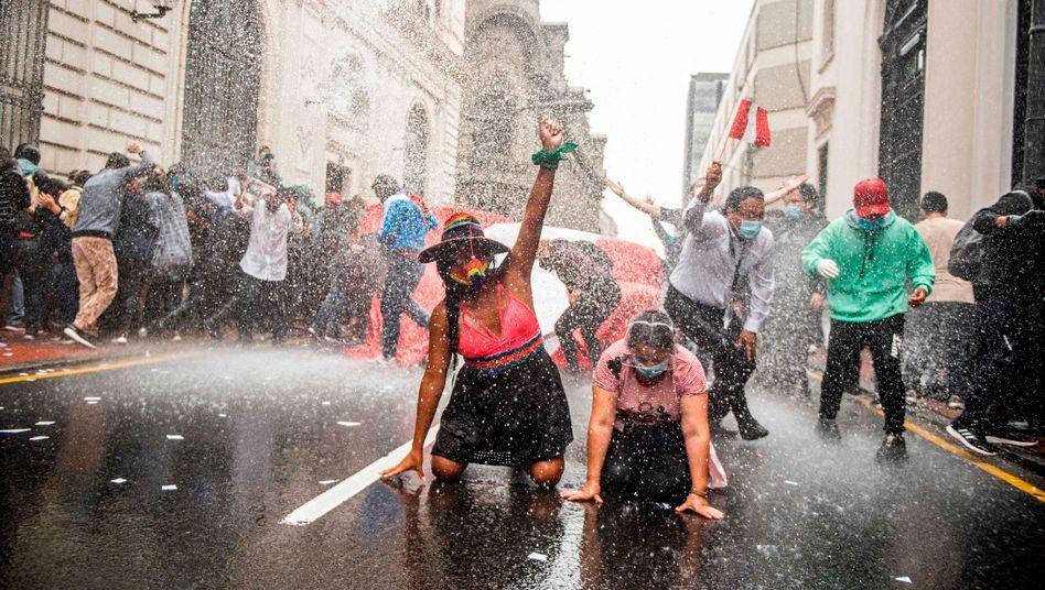 Einige soziale Bewegungen waren 2020 erfolgreich – wie die Demonstranten und Demonstrantinnen in Peru