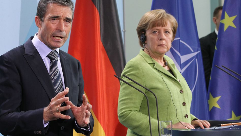 """Kanzlerin Merkel und Nato-Generalsekretär Rasmussen: """"Vorliebe für den Status Quo"""""""
