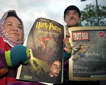 Potter sei Dank: Neue Erfahrung für die Straßenverkäufer Roswitha (li.) und Hans-Jürgen Katzmaier aus Stuttgart