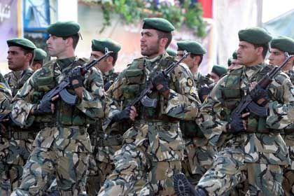 Iranische Soldaten bei Militärparade: Kohorten der Mullahs gegen Israel