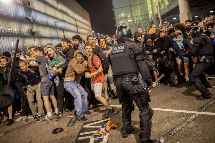 """Protest am Flughafen Barcelona: """"Du kennst den Absender nicht, aber Tausende gehen hin"""""""