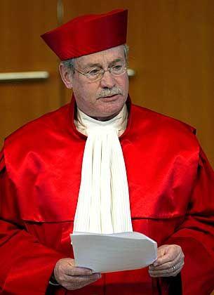 """Winfried Hassemer: """"Ein Parteienverbotsverfahren ist nach wie vor durchführbar"""""""