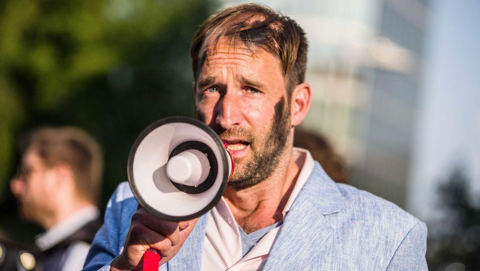 Künstler outen Rechtsextreme: Gezielte Eskalation