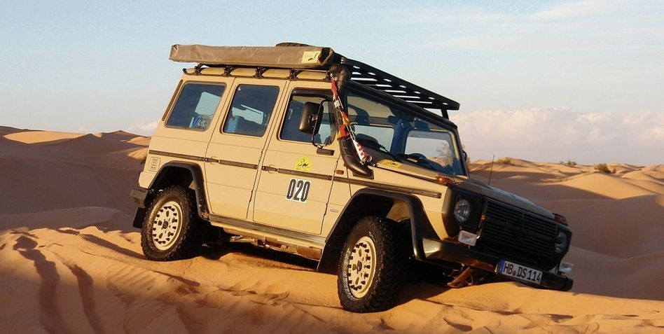 Beschädigter Mercedes G auf Sahara-Tour