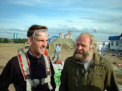 Nach der unsanften, aber unfallfreien Landung: Sergej und Felix posieren fürs Erinnerungsfoto