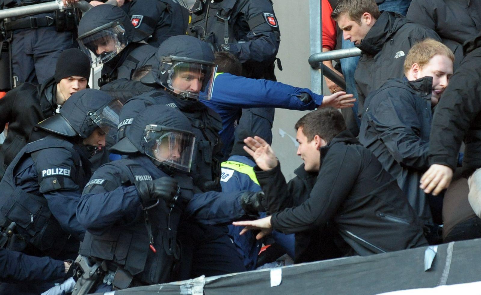 Gewalt in Stadien in Niedersachsen