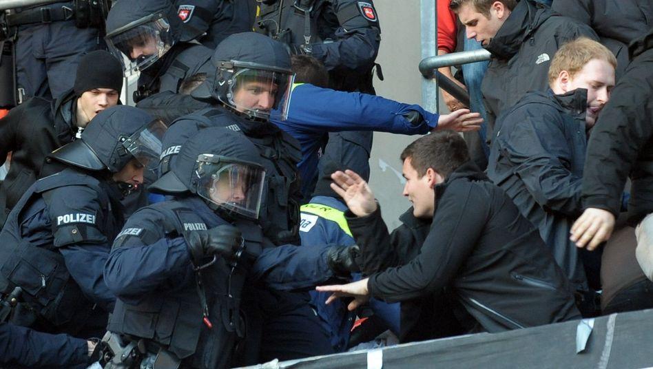 """Polizei beim Blocksturm in Hannover: """"Dialog mit den Fans der Schlüsselfaktor"""""""