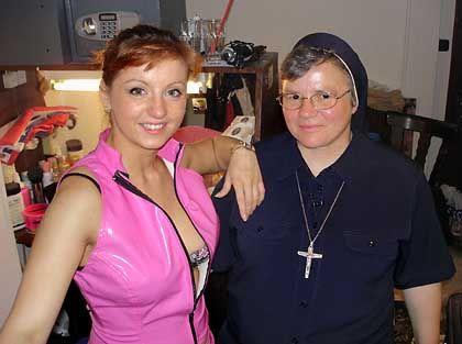 """Stripperin Jessy B., Ordensschwester Lioba: """"Wie ist das mit dem Sex?"""""""