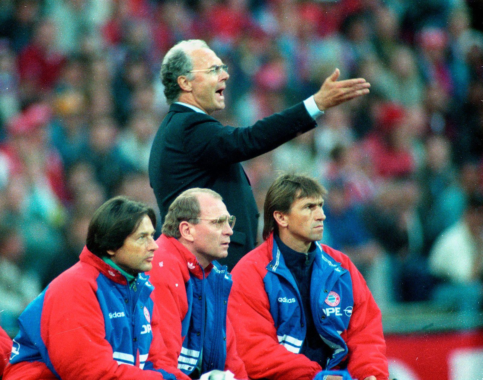 Uefa Cup Finale Hinspiel: Bayern München - Girondins Bordeaux 2:0 am 01.05.1996 / Trainer Franz Beckenbauer (FC Bayern M