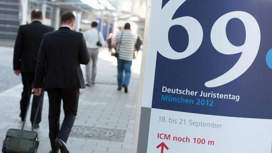 Deutscher Juristentag: Forderung nach Anpassung des Strafrechts ans Internet