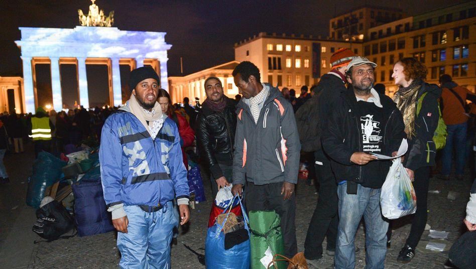 Auflösung des Protestcamps vor dem Brandenburger Tor: Kirche bringt Flüchtlinge in Kreuzberg unter