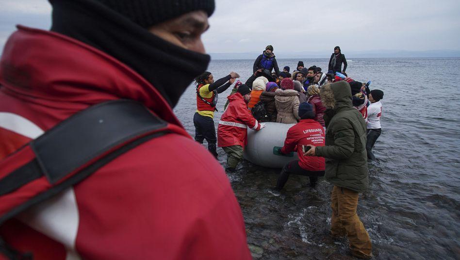Flüchtlinge landen auf Lesbos: Niederlande will sie in die Türkei zurückschicken