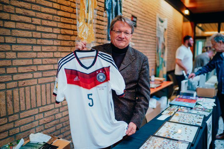 Für Wolfgang Fuhr ist das Sammeln von Fußball-Gegenständen seit Jahrzehnten ein Beruf