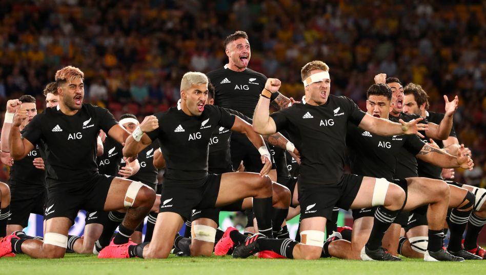 Die All Blacks stimmen sich im vergangenen Jahr mit ihrem Haka auf ein Spiel gegen Australien ein