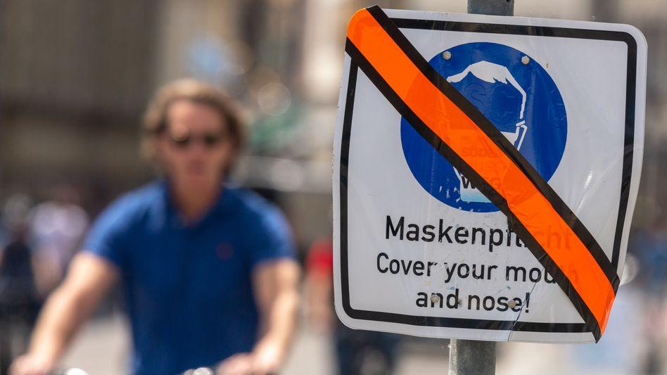 Die Maskenpflicht gilt vielerorts nicht mehr – wie hier in einer Münchner Fußgängerzone