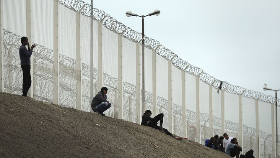 Dschungel von Calais: Aus dem Zaun wird eine Mauer