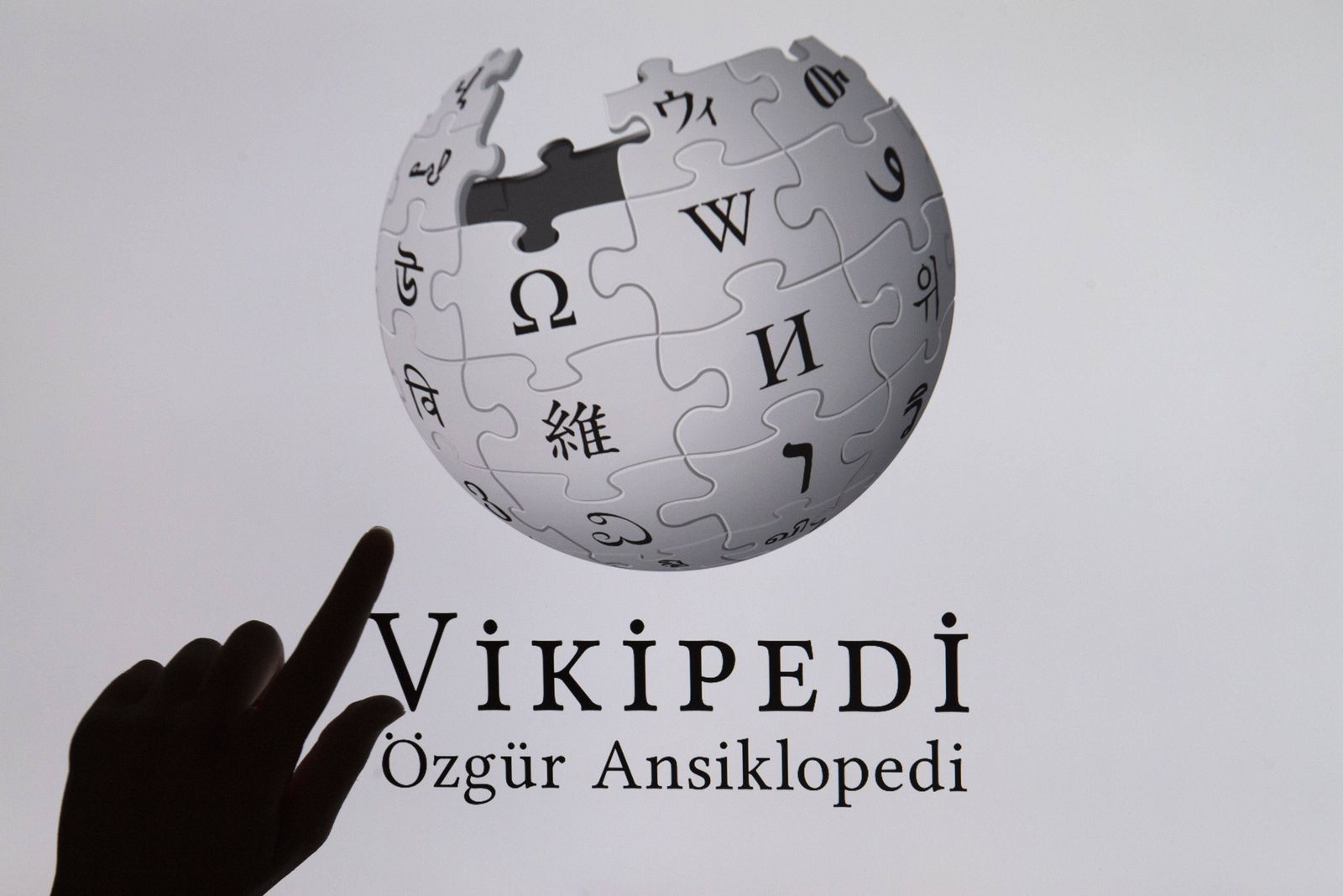 Turkey lifted its more than two-year ban on accessing Wikipedia, weeks after the country s highest court ruled that the