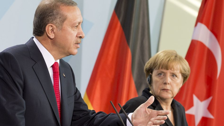 Turkish Prime Minister Recep Tayyip Erdogan and German Chancellor Angela Merkel in Berlin on Wednesday: Honest negotiations?