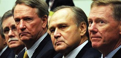 Gewerkschaftschef Gettelfinger, Firmenchefs Wagoner (GM), Nardelli (Chrysler), Mulally (Ford) im Kongress: Warnung vor der Katastrophe