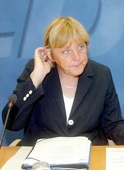 CDU-Chefin Merkel: Deutliche Worte in der Fraktion