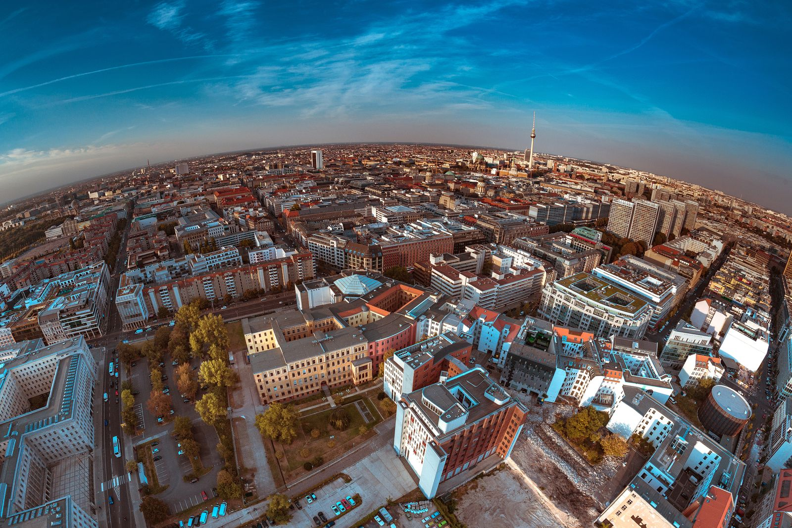 Berlin/ Babylon EINMALIGE VERWENDUNG - EXPIREN AM 08.11.2023