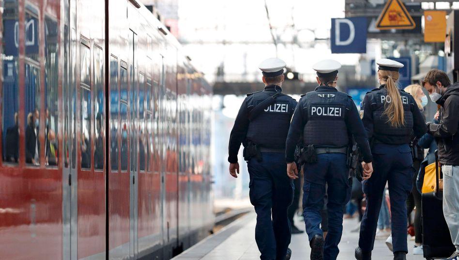 Polizisten am Kölner Hauptbahnhof (Symbolbild)