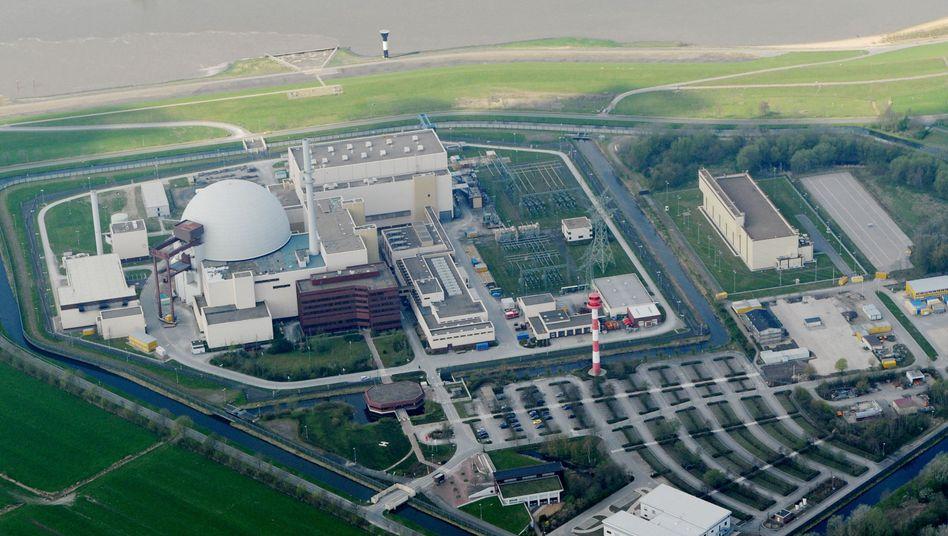 Kernkraftwerk Brokdorf in Schleswig-Holstein (Archiv): Deutschland muss26 Castor-Behälter aus Sellafield und La Hague zurücknehmen