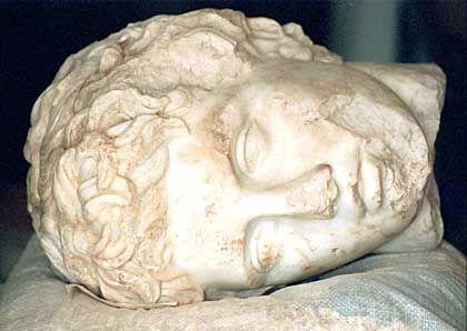 Eroberer Alexander (Kopf einer 1995 bei Burdur, Türkei entdeckten Statue): Der Hellenen-Herscher kommt nach Hollywood