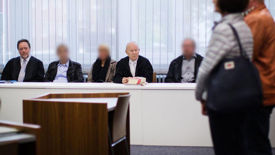 Angeklagte im Amtsgericht Essen- Borbeck