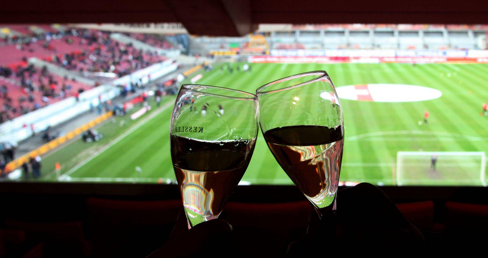 EINMALIGE VERWENDUNG Fußball/ Loge/ Champagner