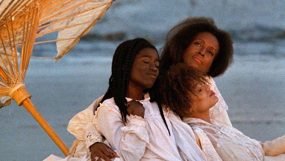 """Filmszene aus """"Daughters of the Dust"""" von Julie Dash"""